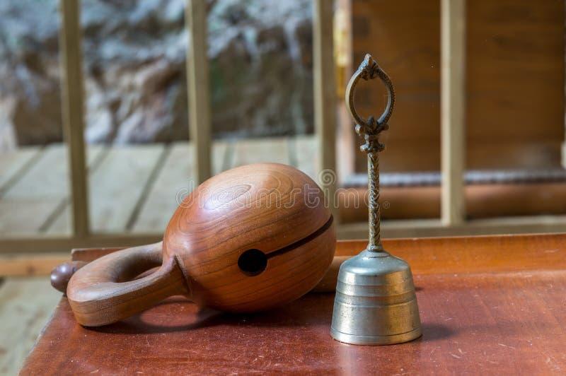 寺庙块和响铃 免版税库存图片