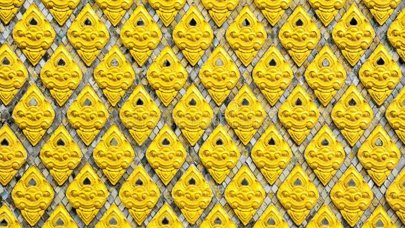 寺庙墙上传统泰式艺术金砖图案 库存照片