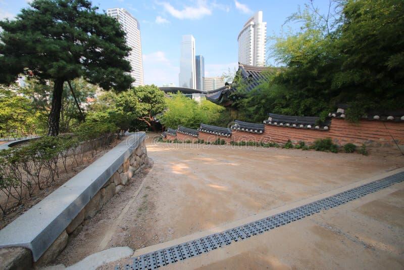 寺庙汉城韩国庭院 免版税库存照片