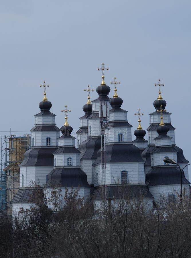 寺庙的圆顶在步行的在公园 图库摄影