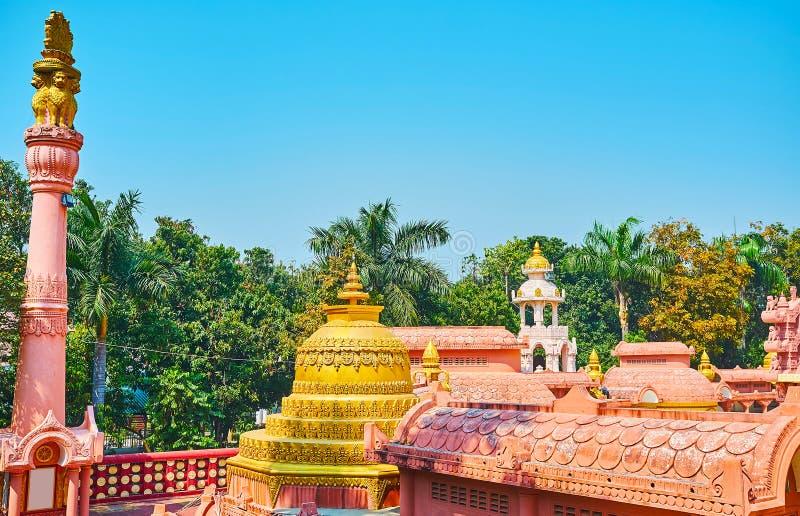 寺庙的屋顶在Sitagu国际佛教学院塔疆土的  免版税图库摄影