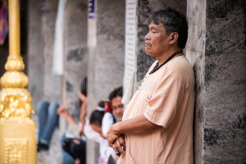 素贴寺庙的老人在清迈 免版税库存照片