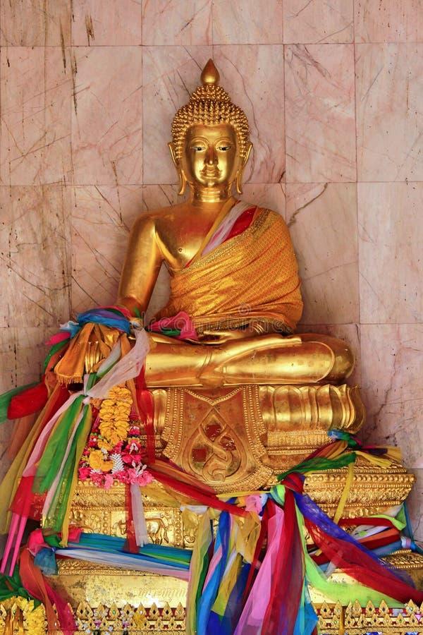 寺庙的金黄菩萨在泰国宋卡 免版税库存照片
