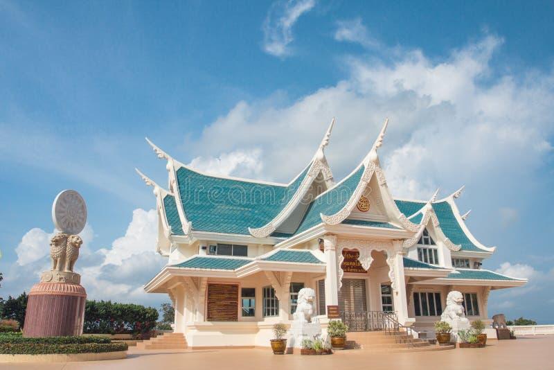 寺庙美丽的天空 免版税库存图片