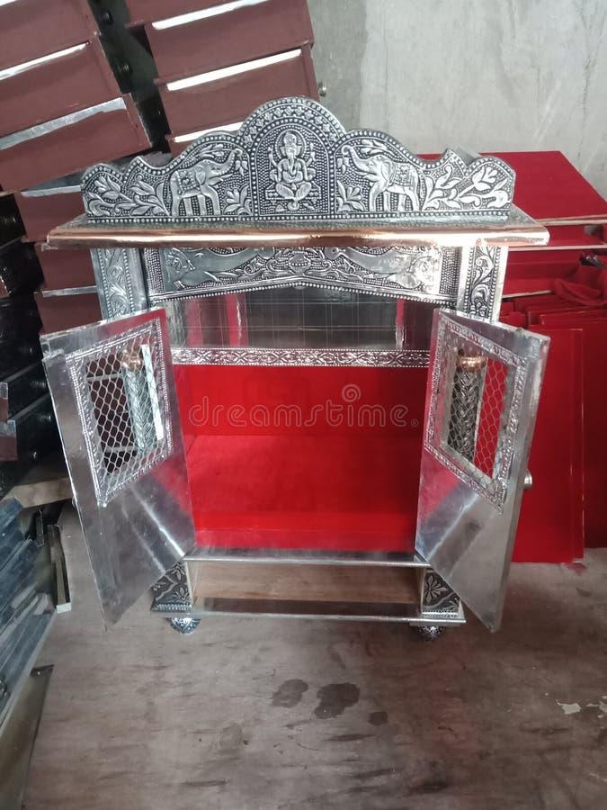 寺庙被氧化的门铜oxodize 免版税库存照片