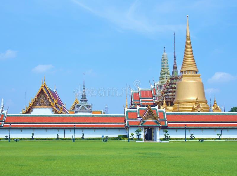 寺庙鲜绿色菩萨(曼谷玉佛寺) 库存图片