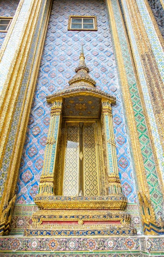 寺庙,鲜绿色菩萨(Wat pra kaew)的寺庙的门Ba的 免版税库存照片