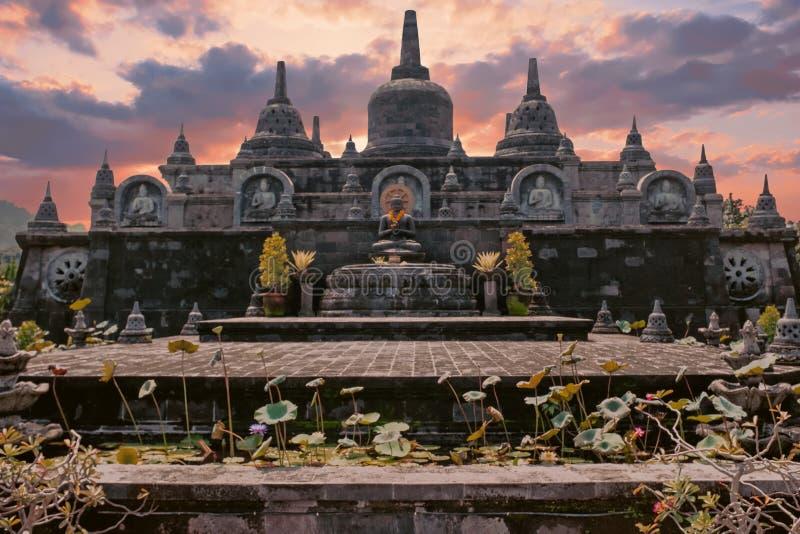 寺庙Brahma Vihara荒马Banjar巴厘岛,日落的印度尼西亚 库存照片