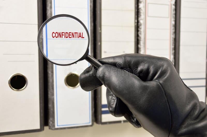 寻找机密文件 免版税库存照片