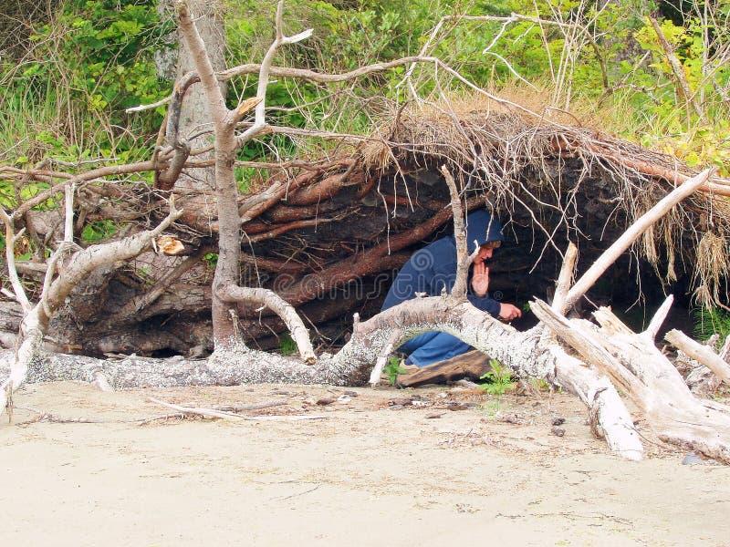 寻找自然风雨棚妇女 免版税图库摄影