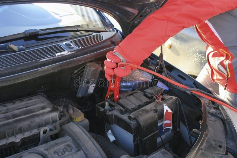 导线和蛤蜊终端汽车电池的 免版税库存图片