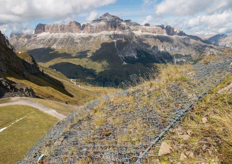 导线在白云岩的侵蚀保护,意大利 库存照片