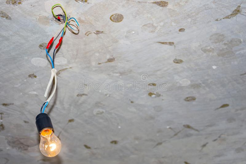 导致电灯泡的坏接线 库存图片