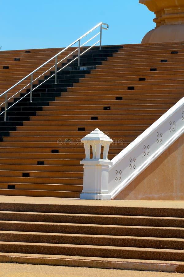 导致从大厦的一个地板的楼梯套步a 图库摄影