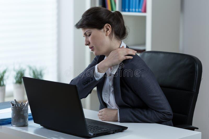 导致背部疼痛的惯座生活方式 图库摄影