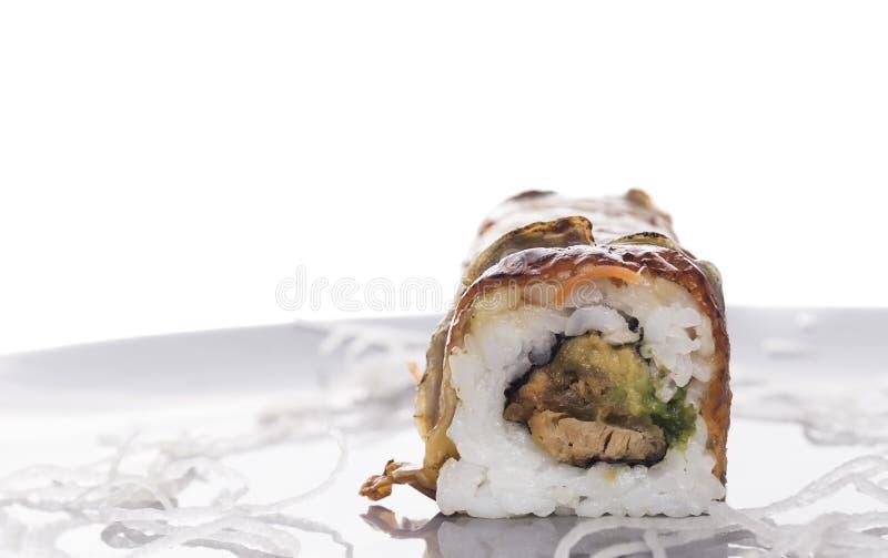 寿司卷用熏制的鳗鱼,被隔绝 库存照片