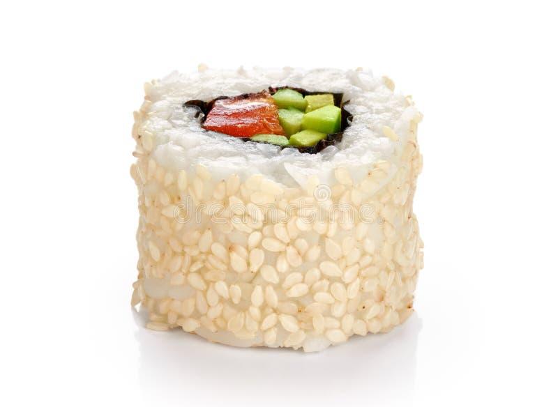 寿司卷用鲕梨、三文鱼和芝麻籽 库存图片