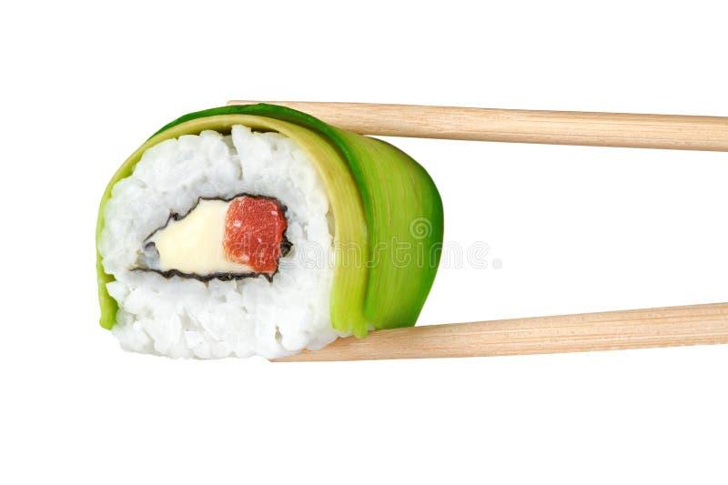 寿司卷用鲕梨、三文鱼和费城乳酪 Chopst 免版税库存图片