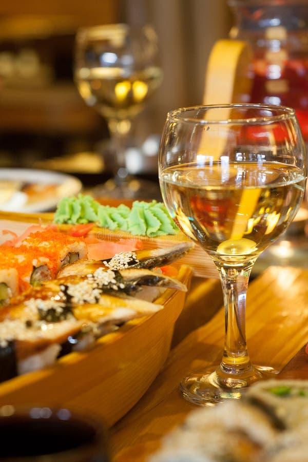 寿司和酒 免版税库存图片