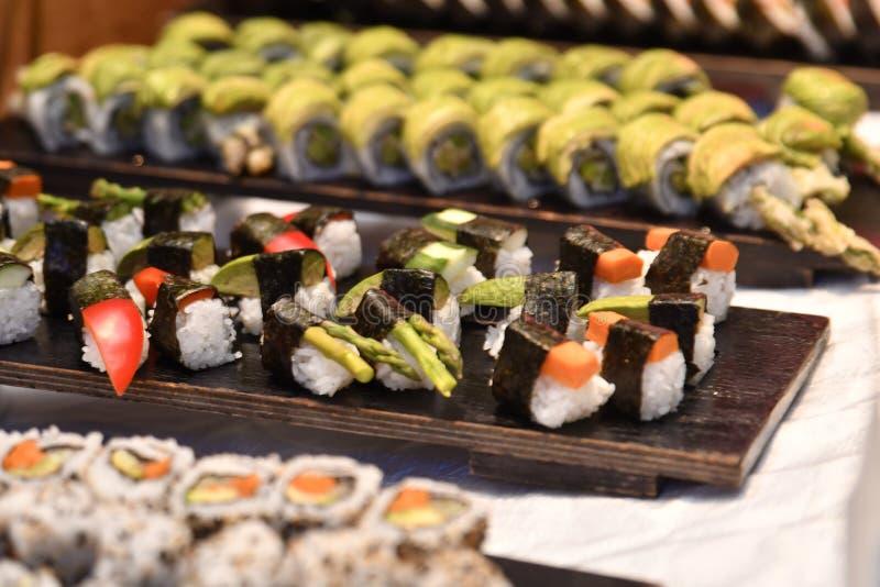 寿司的选择在桌上的 库存图片