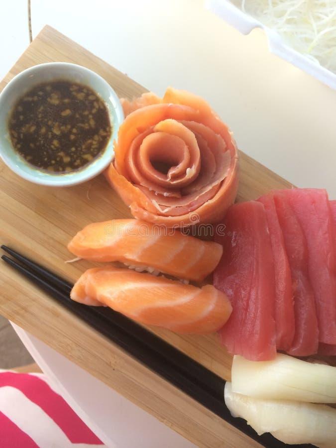 寿司,在寿司的生鱼片晚餐上 免版税库存照片
