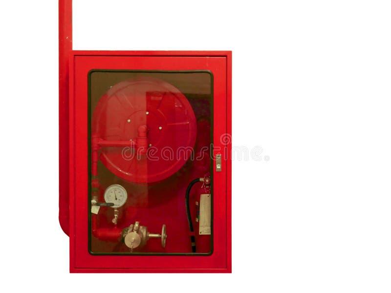射击水在红色内阁孤立的水管和灭火器设备在白色背景 免版税库存图片