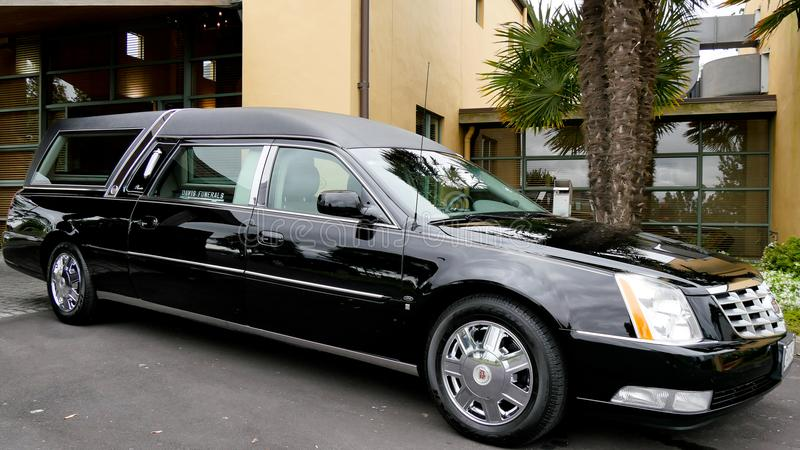 射击葬礼的一辆柩车 免版税库存图片