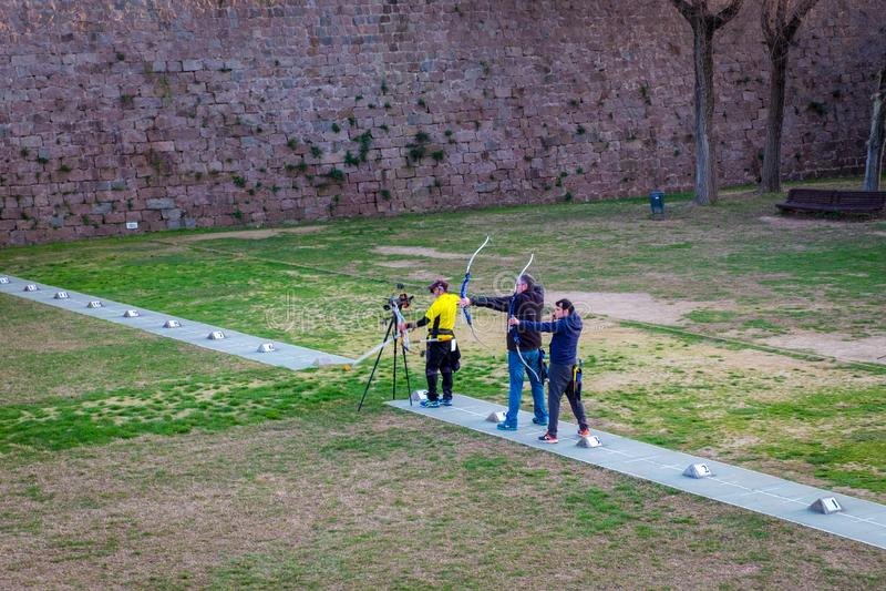 射箭射击,Montjuic城堡在巴塞罗那,加泰罗尼亚,西班牙 免版税库存照片