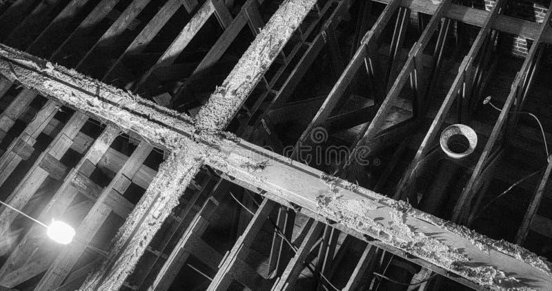 射线一张剧烈的照片以一个十字架的形式在利昂罗素的历史的教会演播室在土尔沙 库存照片