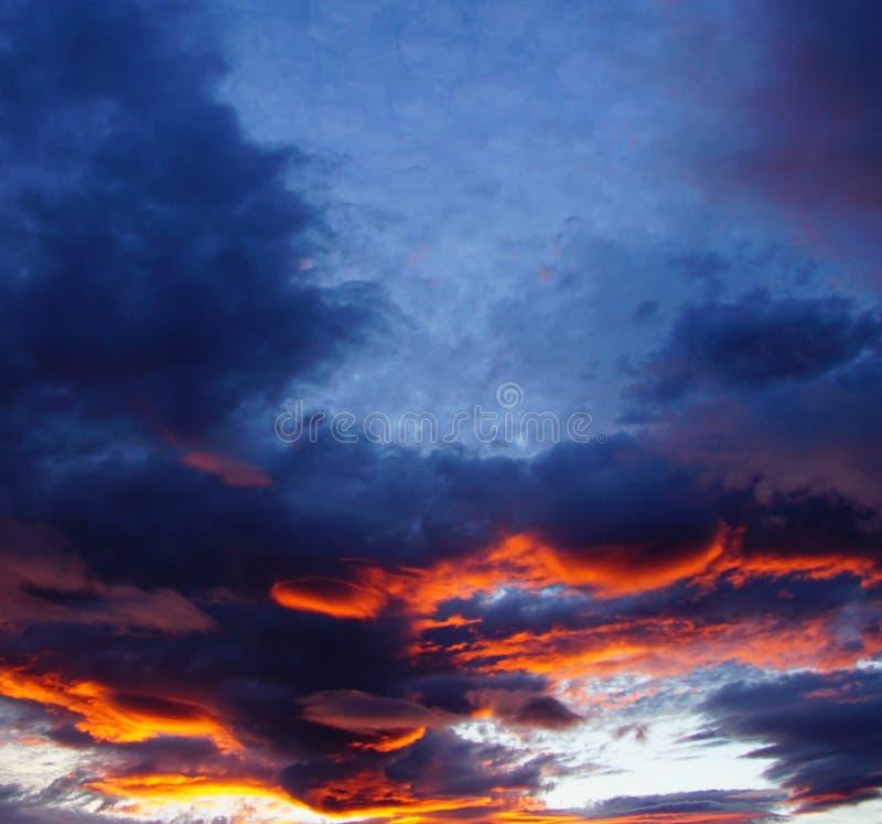 射击日落,黄昏,平衡看往熊山 免版税图库摄影