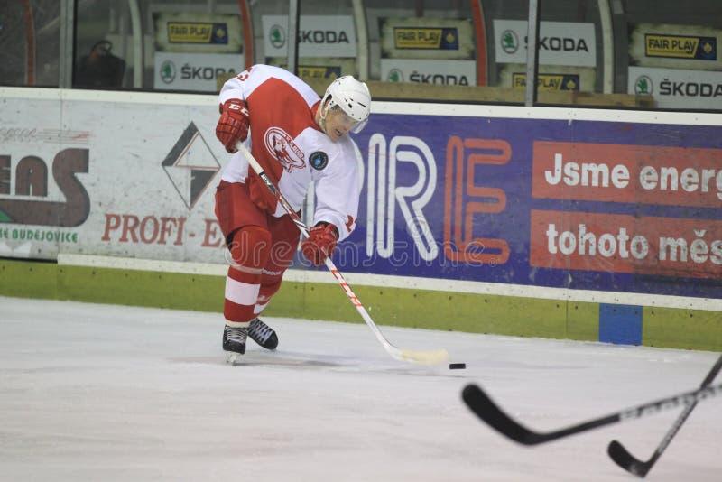 射击Pavel Klhufek - Slavia布拉格对EHC Munchen 免版税库存图片