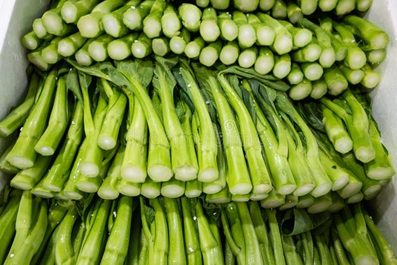 将被卖的等待的绿色有机圆白菜 图库摄影