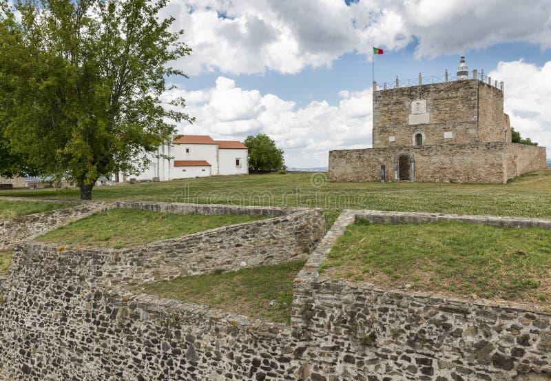 尊敬塔在城堡里面的在Abrantes市,圣塔伦,葡萄牙区  免版税库存图片