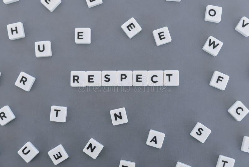尊敬词由方形的信件词制成在灰色背景 免版税库存图片