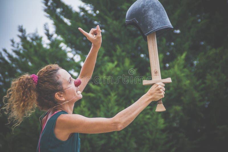 小丑女孩剑盔甲 免版税库存图片