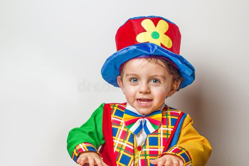 小丑衣服的孩子 免版税库存图片