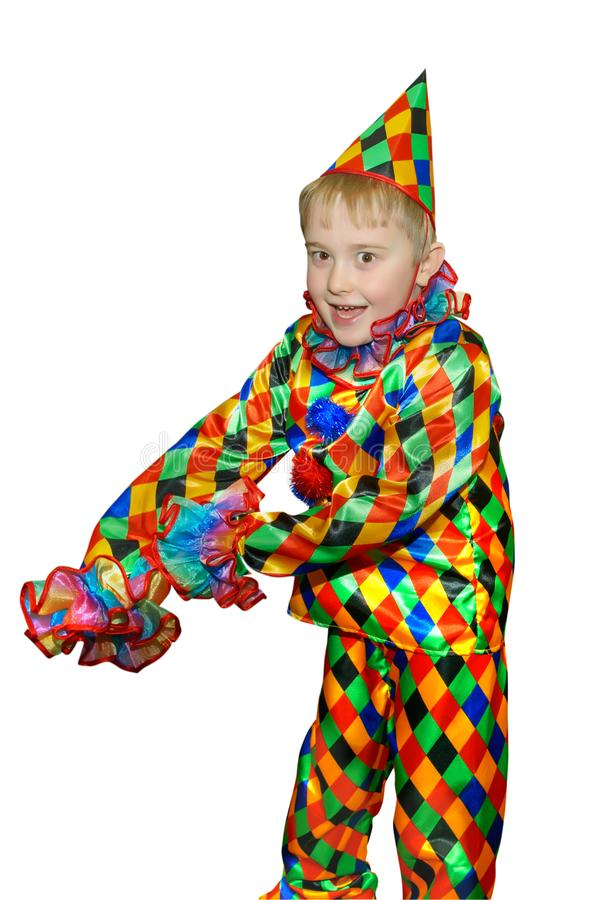小丑衣服的滑稽的逗人喜爱的跳舞男孩 没有假发和构成 ,在白色背景 免版税库存照片