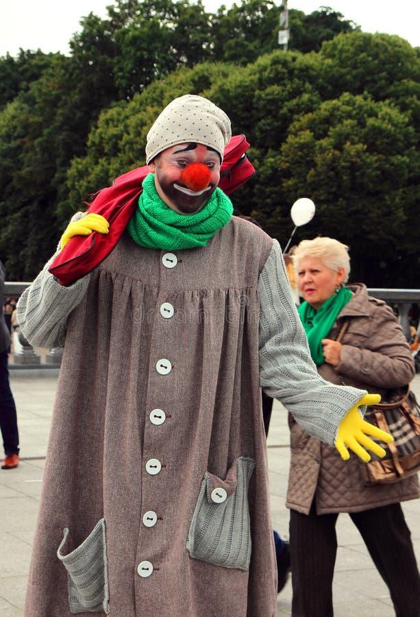 小丑,市的天的庆祝的受欢迎的客人莫斯科 库存图片