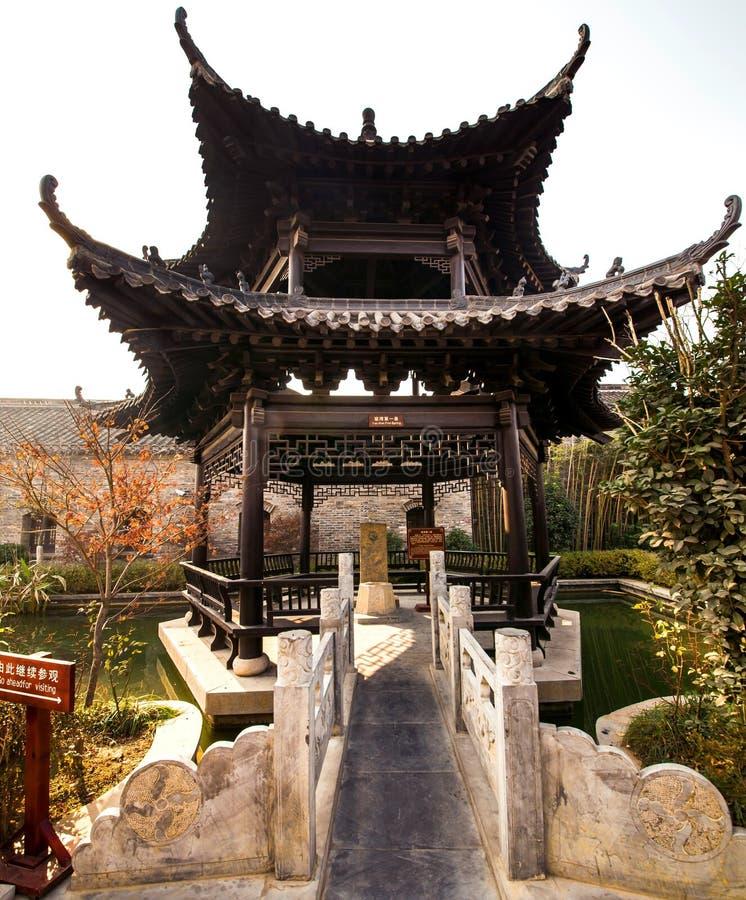 小亭子在苍白姚的庭院里  免版税库存照片