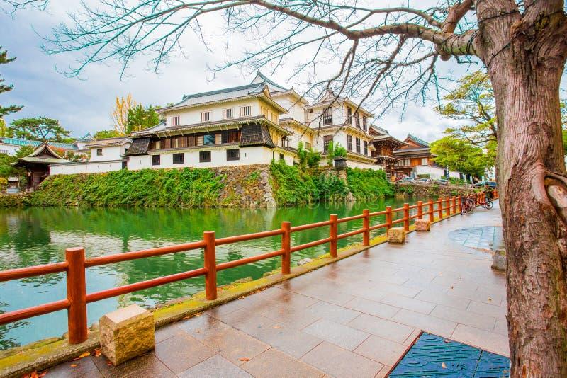 小仓jo城堡,日本城堡在胜山公园,有很多在秋叶的红色叶子在北九州,福冈县,日本 库存照片