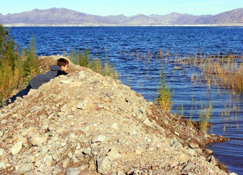 小伙子湖 库存图片