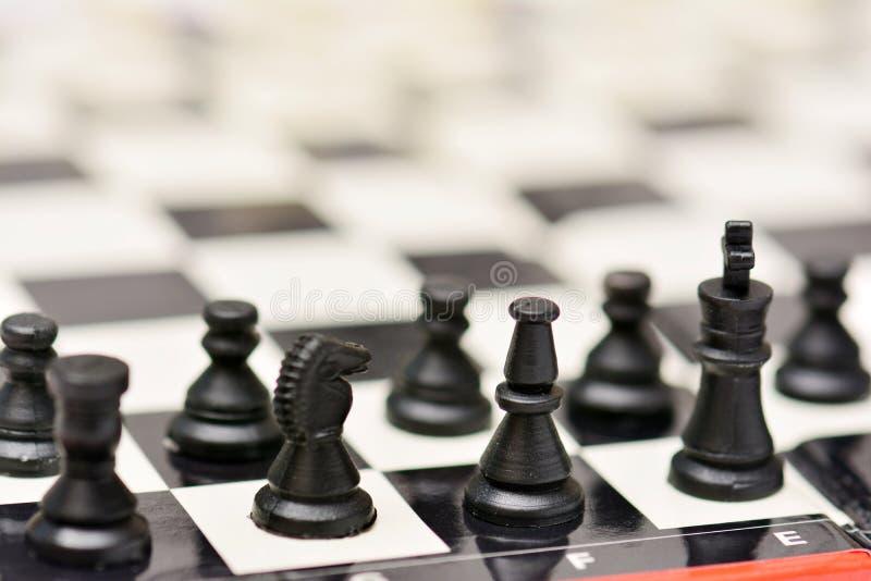 小便携式的旅行下棋比赛 免版税库存图片