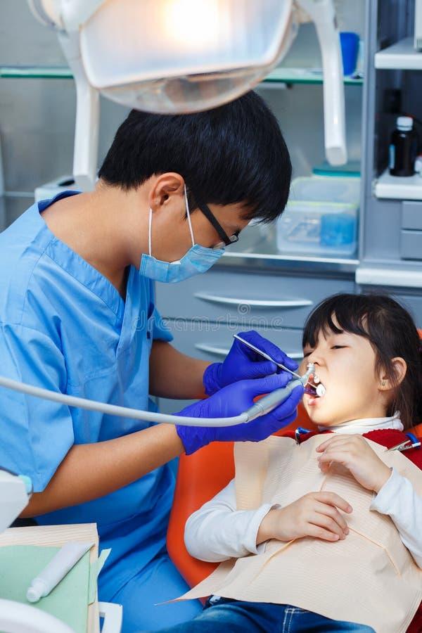 小儿科牙科,预防牙科,口腔卫生概念 免版税库存照片