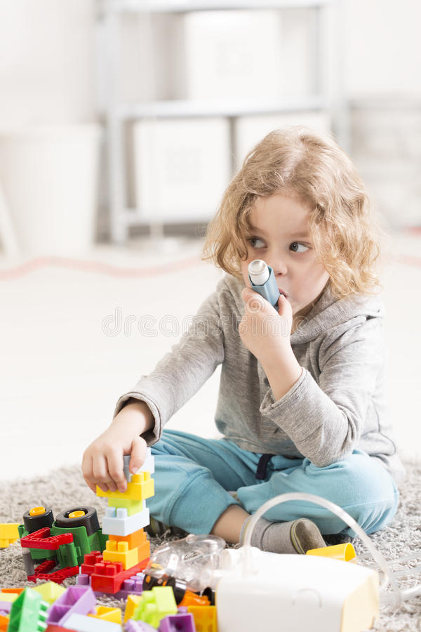 小儿科肺炎治疗在家 库存照片