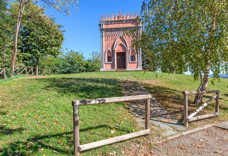小农村教堂在意大利 库存图片