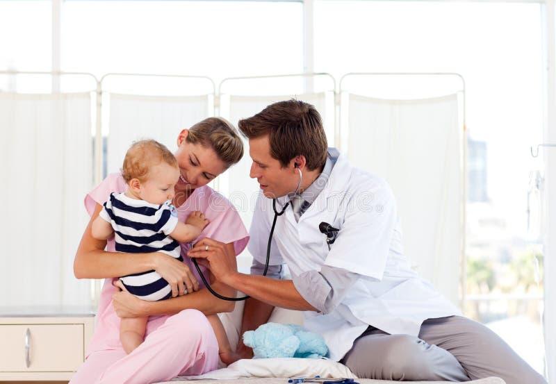 小医生护士使用 免版税图库摄影