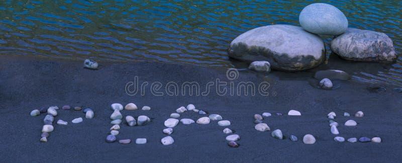 小卵石做的和平词 免版税图库摄影