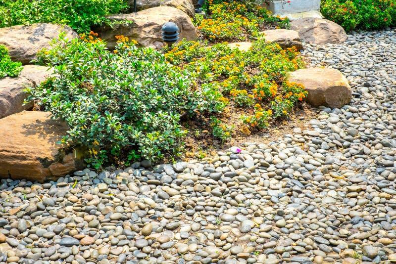 小卵石步行方式在中国庭院里 免版税库存图片