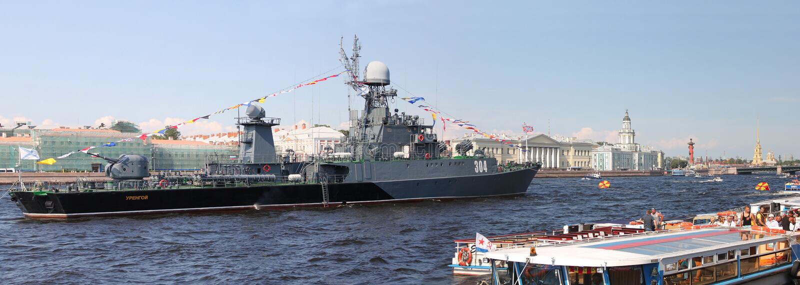 小反潜艇船Urengoy 彼得斯堡俄国st 免版税库存照片