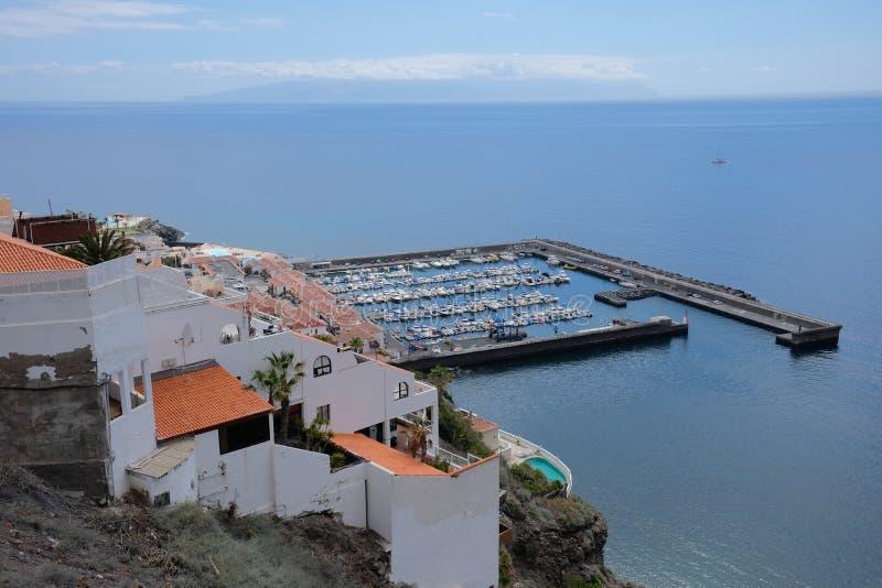 小口岸和小的镇在特内里费岛,加那利群岛(西班牙 免版税库存照片